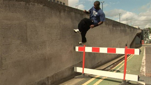Parkour-mon-nghe-thuat-duong-pho-18_resize
