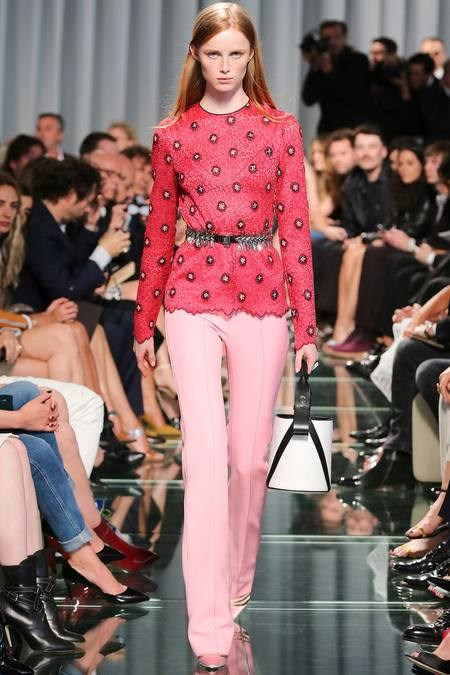 BST Louis Vuitton Resort 2015 của Nicolas GhesQuiere