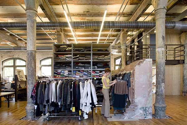 noi-that-van-phong-urban-outfitters-16