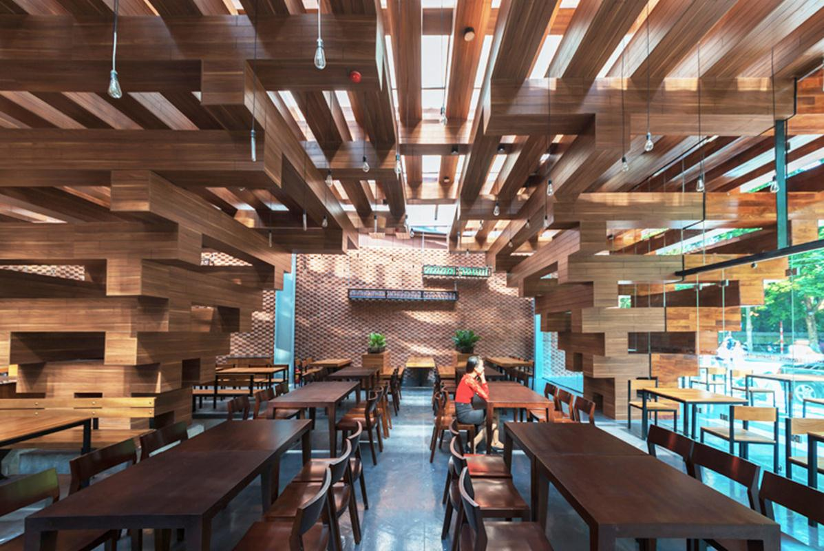 HP-architects-cheering-restaurant-Hanoi
